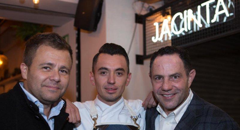 Descubre qui n ser el date de brad pitt para los golden for Comedor jacinta polanco