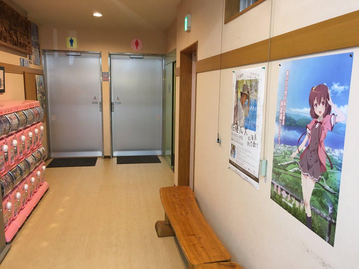サイロ展望台のトイレへ向かう通路に乃々香ポスター復活しました。これで男子トイレ入り口横の汐音と対に(?)。昨日は無かった