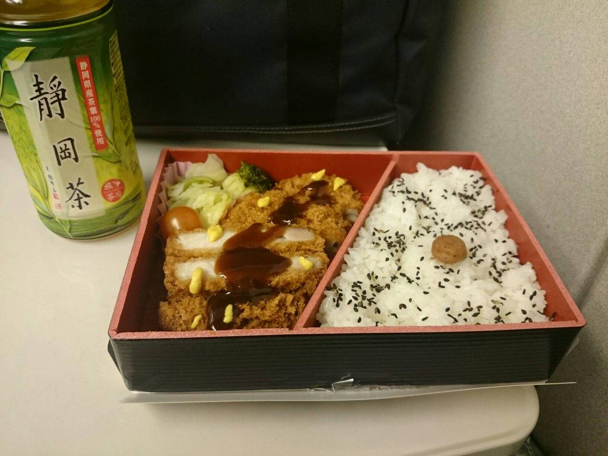 さてと。ご飯食べながら東京帰りますー。スタッフさんも、お客さんも暖かく迎えてくれて感謝でした!大阪またねー。 #OZMA