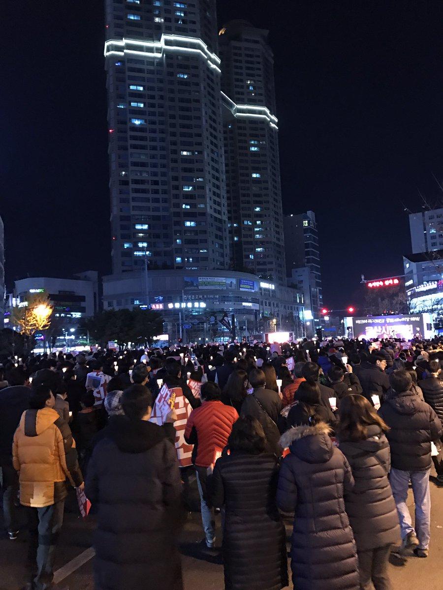 울산 촛불 행진 시작합니다..#박근혜는 하야하라 https://t.co/X56G313ID6