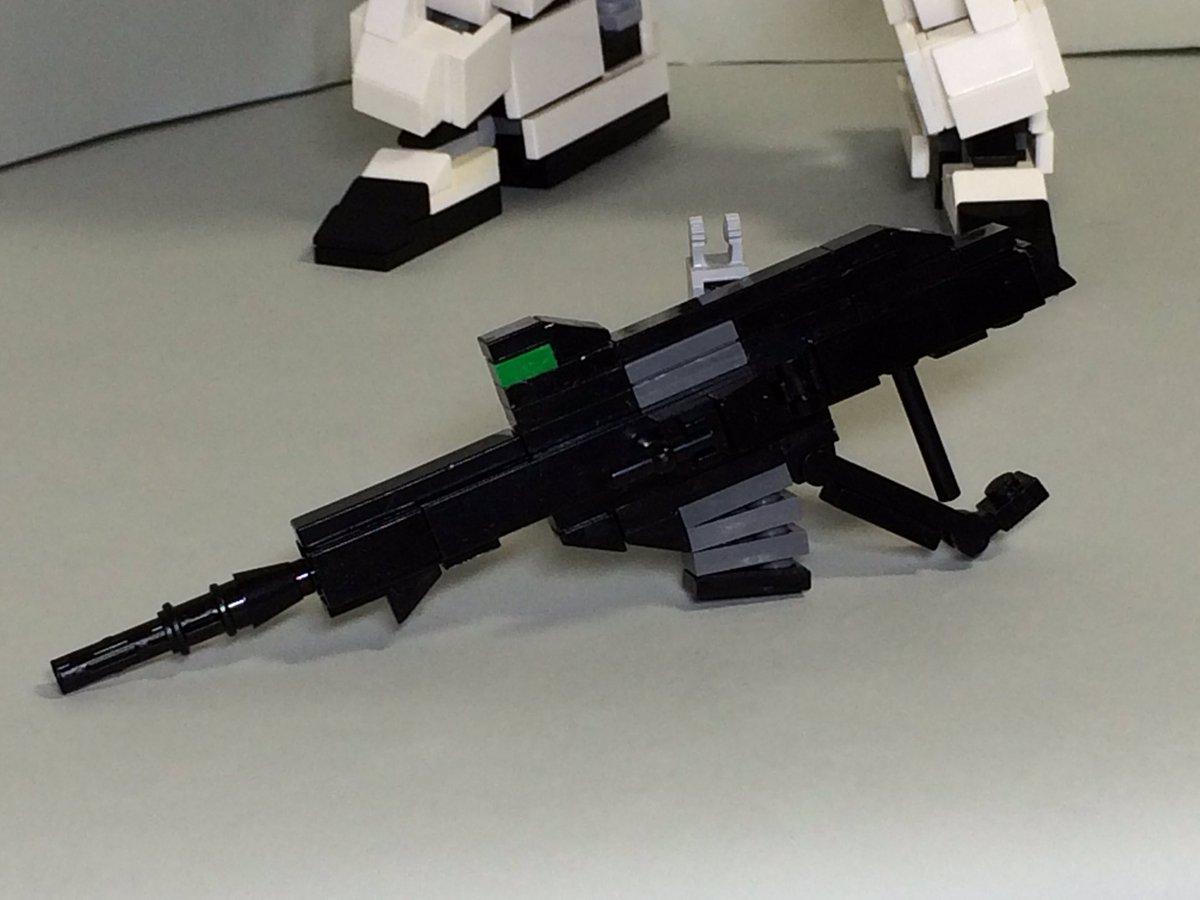 レゴブロックで作ったユニコーンガンダムその3ビーム・マグナムのフォアグリップは可動します。両手持ちにさせることもできま