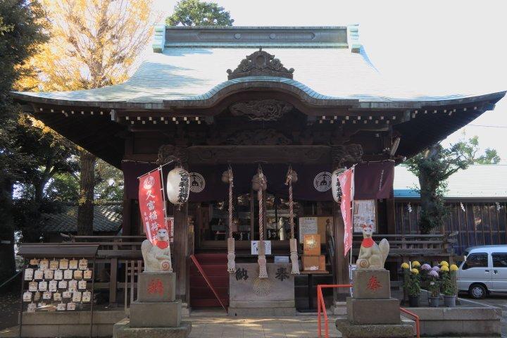 久富稲荷神社。今日の目的地の近くにあるのに気がついたのでようやく行く機会のできた #ぎんぎつね の聖地。参道兼生活道?に
