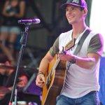 Country artist Granger Smith finishes concert despite breaking ribs