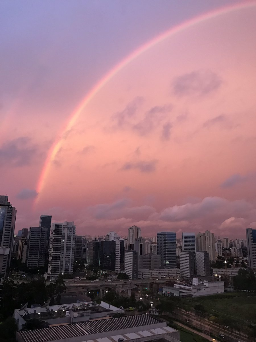 São Paulo just delivered a rainbow I will NEVER forget. Sometimes there's God, so quickly. https://t.co/zIkaP5MDEF