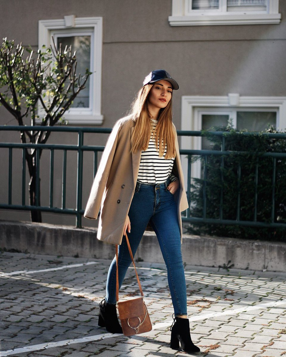 Mom jeans and more! @melikecim shares her seasonal go-to's: https://t.co/eUlObK8I4H https://t.co/N49Yo02S6V