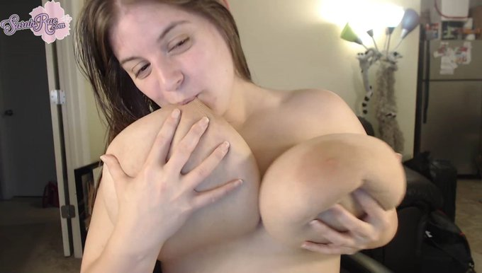 Gonna add a boner bonus cam show to https://t.co/ThICicZifp right meow. Uploading! https://t.co/RyCx