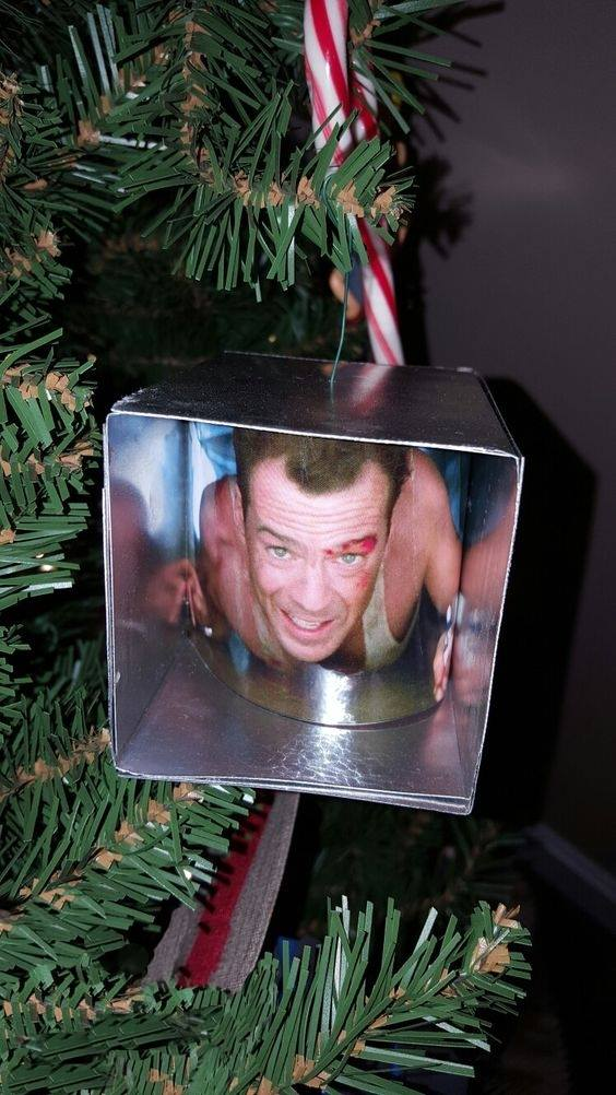 Greatest. Ornament. Ever. https://t.co/nAPAywLk8N