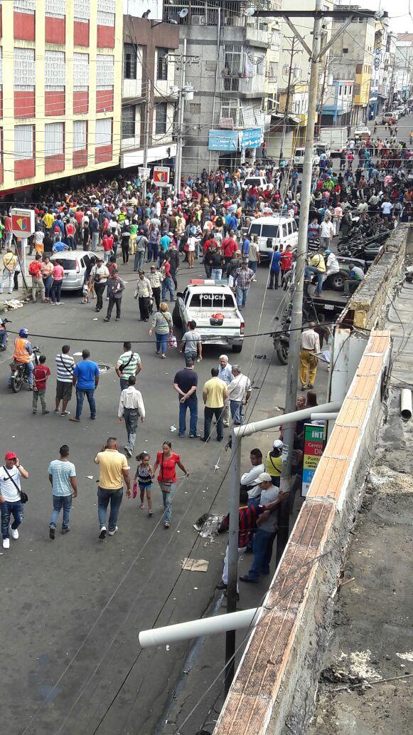 Esto es en el estado Sucre. También la gente en las calles por la falta de efectivo. https://t.co/EMwyBvTutO