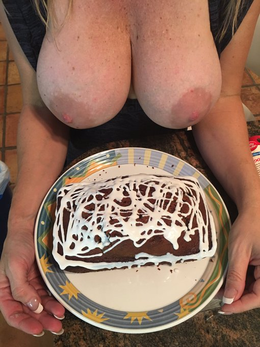 I baked some more #cake! Want some!?   https://t.co/c6ogS7iCSe https://t.co/jSrP1Ysg7C