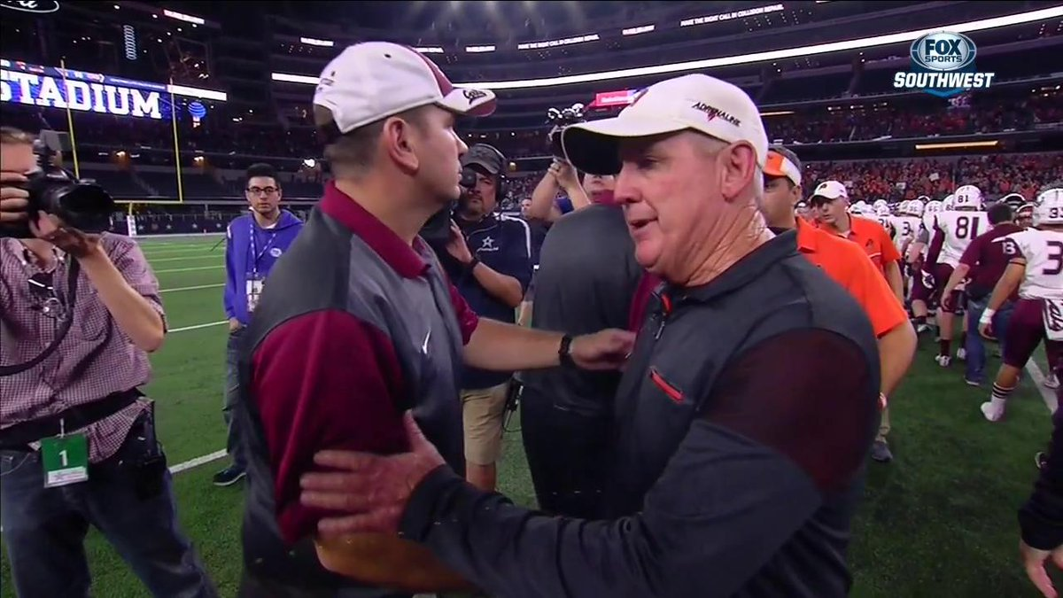 This is what #TXHSFB is all about. Respect, win or lose. #UILonFOX #UILState https://t.co/G2waU8770x
