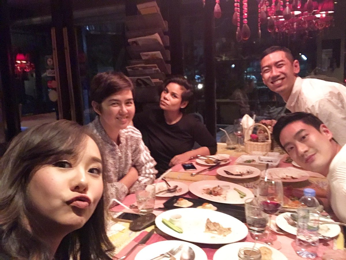 ท่านประธานาธิบดีโอบาม่าให้เกียรติร่วมโต๊ะรับประทานอาหารกับคณะนักเรียนไทยในบอสตันอย่างเป็นกันเอง https://t.co/ymToVopUK5