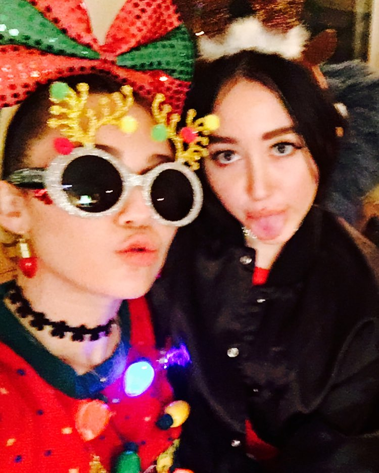 .@noahcyrus & I are wishin yiew a Meowyyyyy Cwizzzzzmas ! ��❤️������ https://t.co/Gd9wlOxo3Q