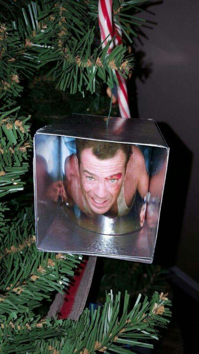 The ornament every Christmas tree needs... https://t.co/Fg51UXzUPN