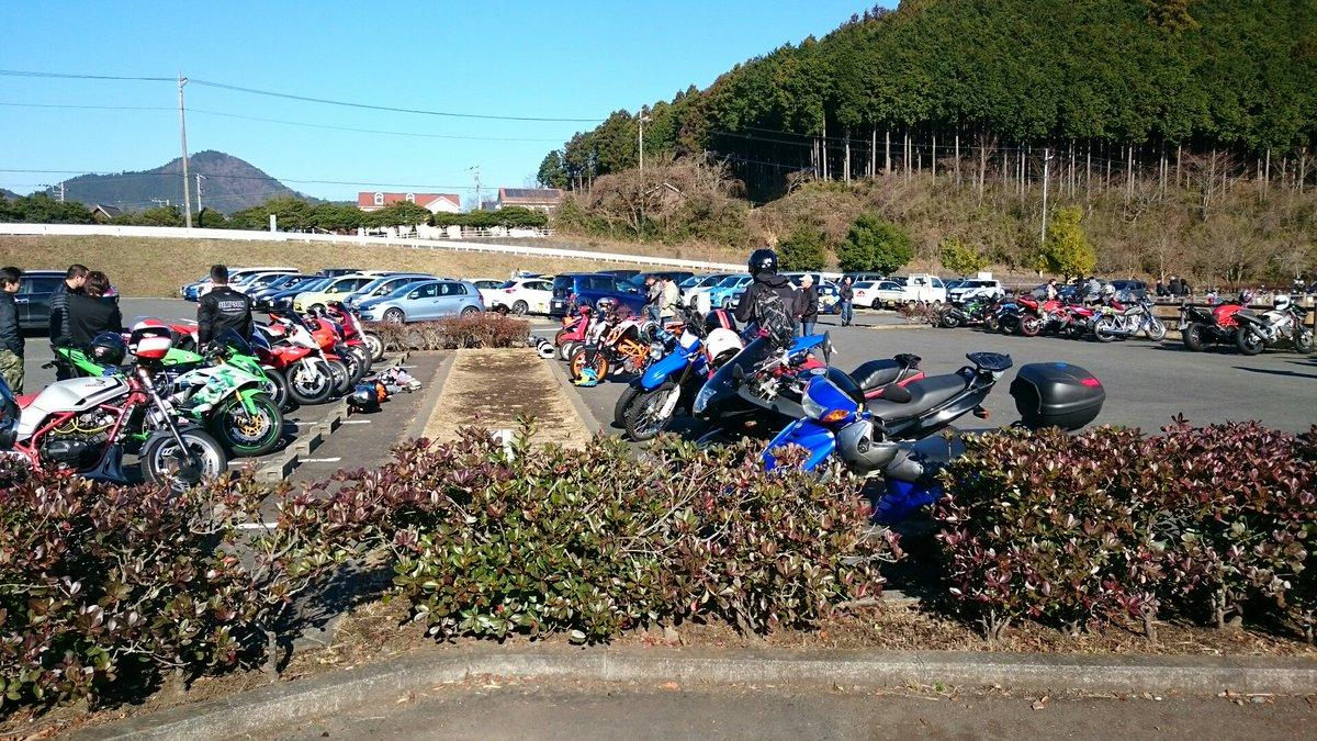 比較的暖かく良い天気なので宮ヶ瀬に来たよーガルパンの継続痛車とSHIROBAKOの痛車が居た。