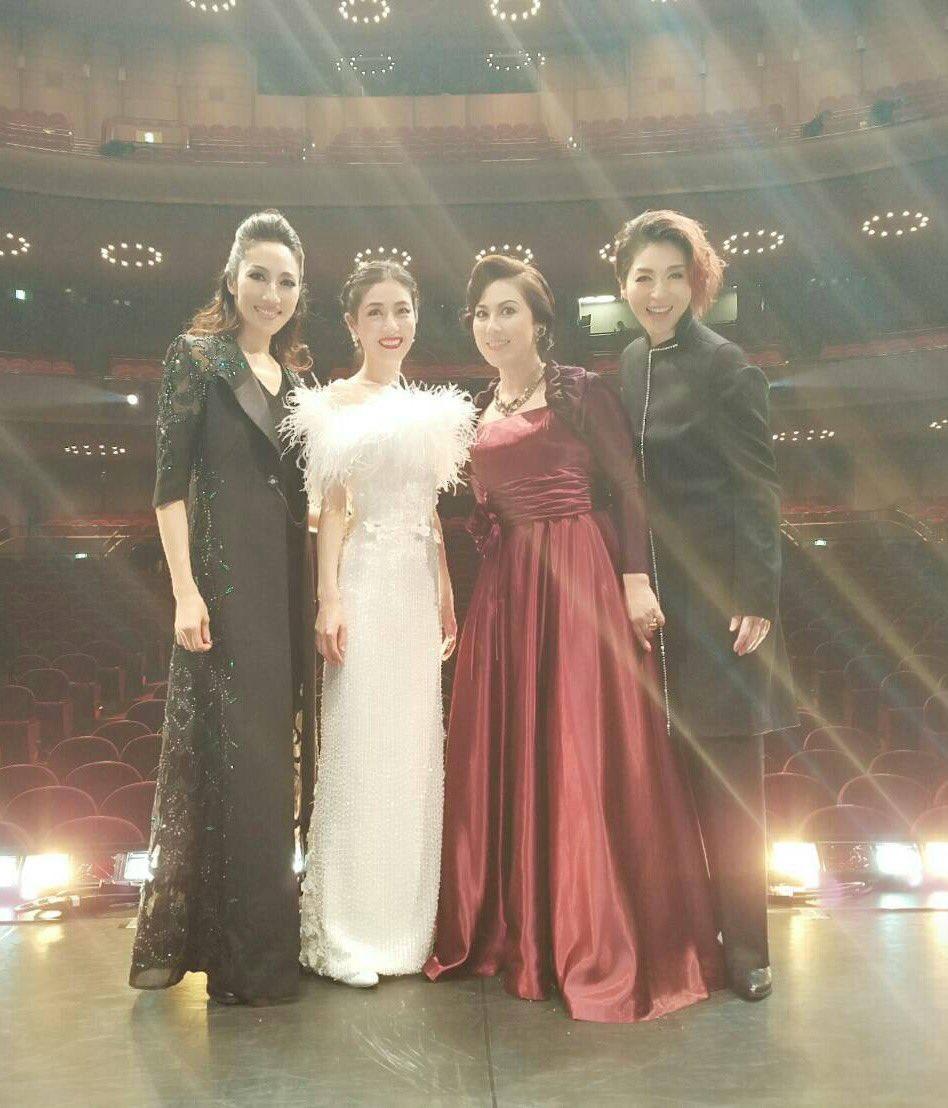 【エリザベート・ガラ・コンサート】アニバーサリーバージョンにて同期集合!!左から、水夏希、大鳥れいさん、未来優希さん、越