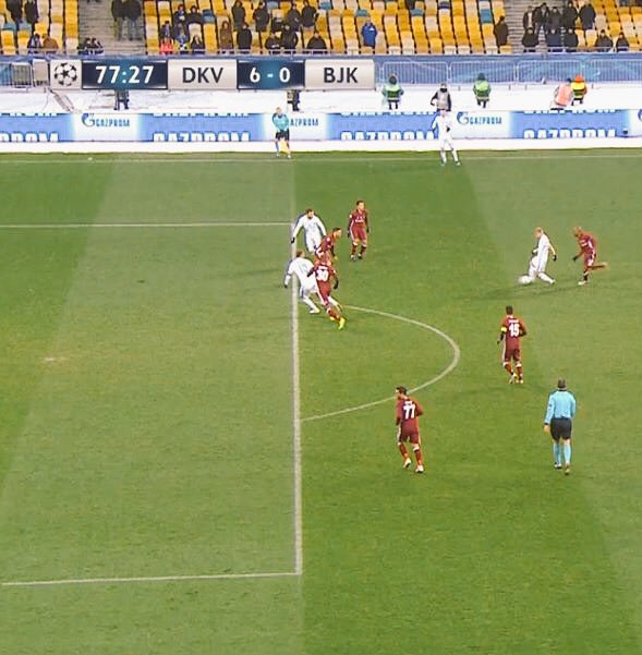 Haksız penaltı.. Haksız kırmızı.. 9 kişi kalmış takım.. Skor 5-0.. Adam şuna ofsayt vermiyor.. https://t.co/QgCKPrVCeP