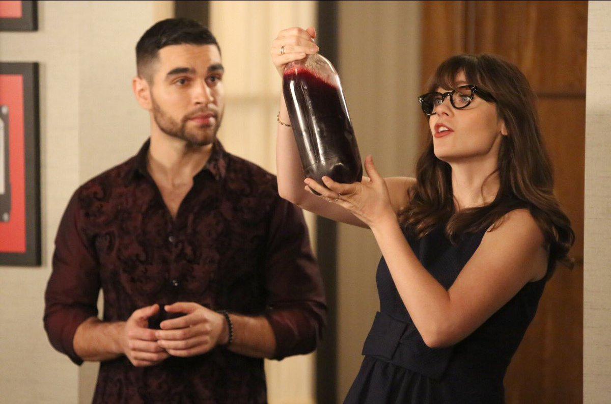 Homemade wine and a very awkward double date on tonight's #NewGirl !!!! https://t.co/CgCUYLuFVi