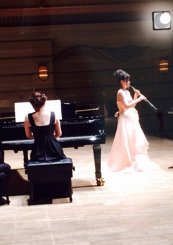 4年間の学生生活が終了し地元のJrオーケストラさんと「2本のオーボエのための協奏曲」を共演させていただき香港でコスプレし
