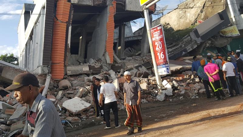 At least 25 people killed in Indonesian earthquake
