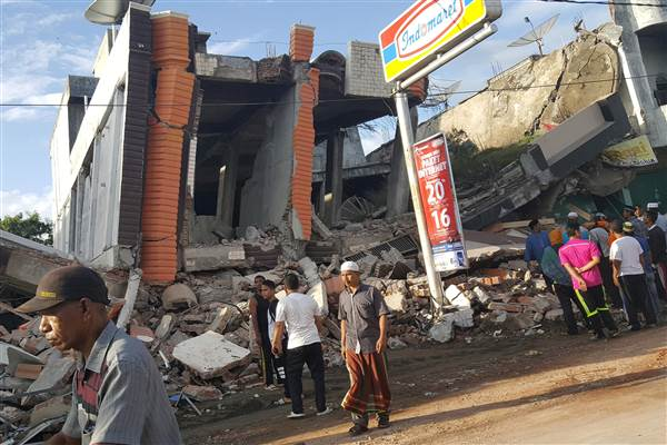 At east 50 dead and number expected to rise following Indonesian earthquake