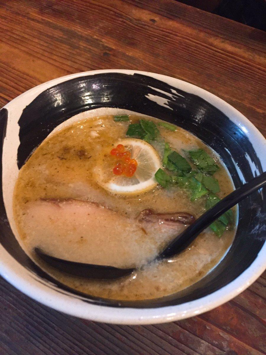 かわりにたべたハマトラの冬麺(しゃけ麺)がぷますぎた🐟💕