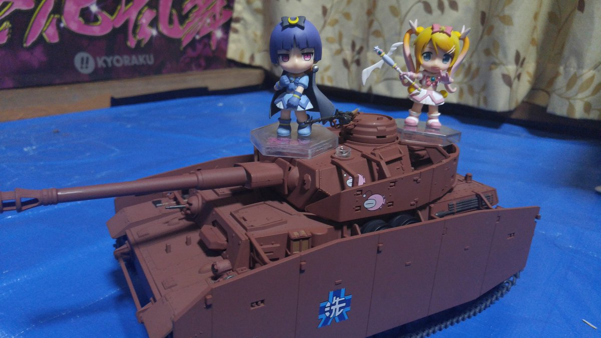 桐乃「いやっほ~!戦車の上に乗れるなんて思わなかったな~♪」黒猫「こ、これ下から覗かれたら見えるのだけれど……////」