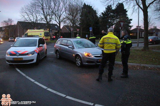 Fietsster gewond bij ongeluk Poeldijkseweg https://t.co/nwZrWO3qLR https://t.co/U1z8jBo0fe