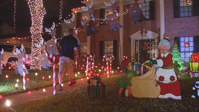 Elaborate Christmas decorations light up Pecan Grove neighborhood  https://t.co/ - Elaborate Christmas Decorations Light Up Pecan Grove Neighborhood
