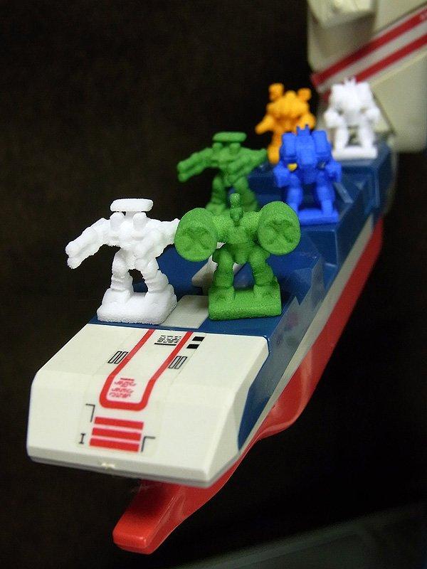 ダイダロスやプロメテウスの発艦ギミックに対応(無くさないようにね)。格納庫にも何個かはしまえるぞ。他にもウォーシミュの駒