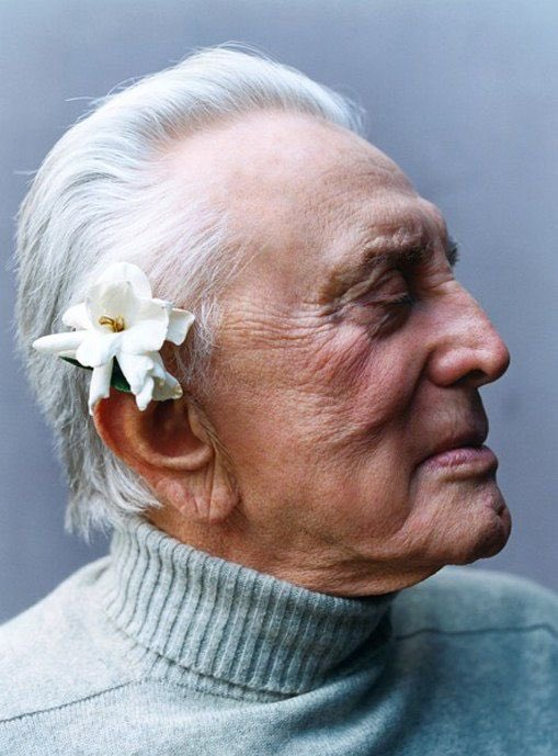 "This is what a true movie legend looks like .... 100 years old today ""Kirk Douglas""   Happy birthday https://t.co/BEFRMD0UnV"