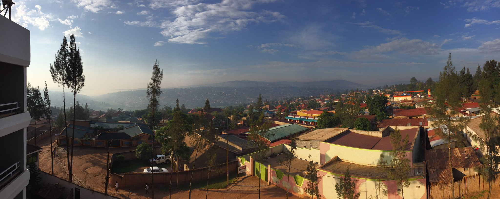 This was my view when I woke up this morning. I've said it before but Kigali is a gorgeous town. https://t.co/rRWsZozN36