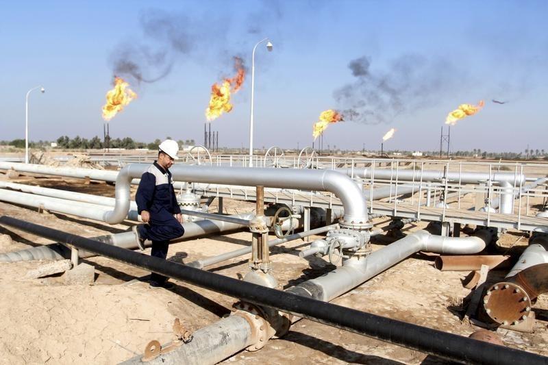 Saudis order oil cuts to U.S., Europe ahead of non-OPEC talks