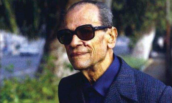 """""""Varoluşun kendisi bir sanat yapıtından başka bir şey değil ki...""""  Necip Mahfuz, 105 yıl önce bugün doğdu... https://t.co/LmgdN93GmN"""