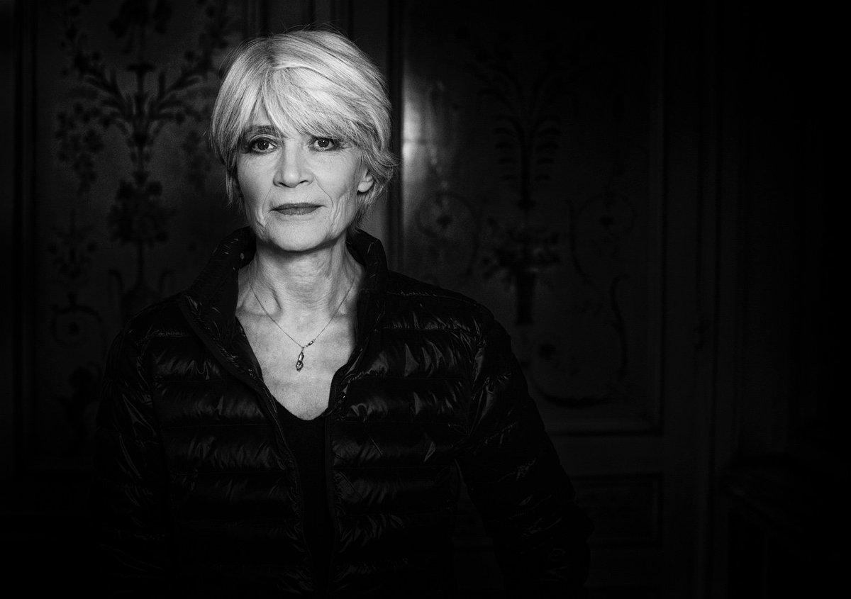 Aujourd'hui 17h55 sur @tf1 dans #50minside le portrait en 5 dates de #FrançoiseHardy  Élégance, résilience &musique