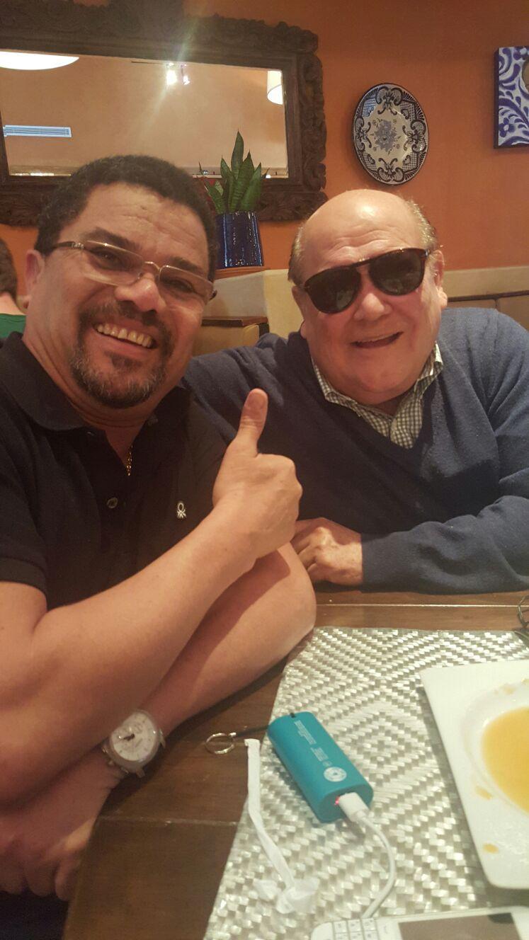Saludos jodedores. Aquí compartiendo en Miami, con mi gran amigo Leo dan. https://t.co/qjQDeUQF8M
