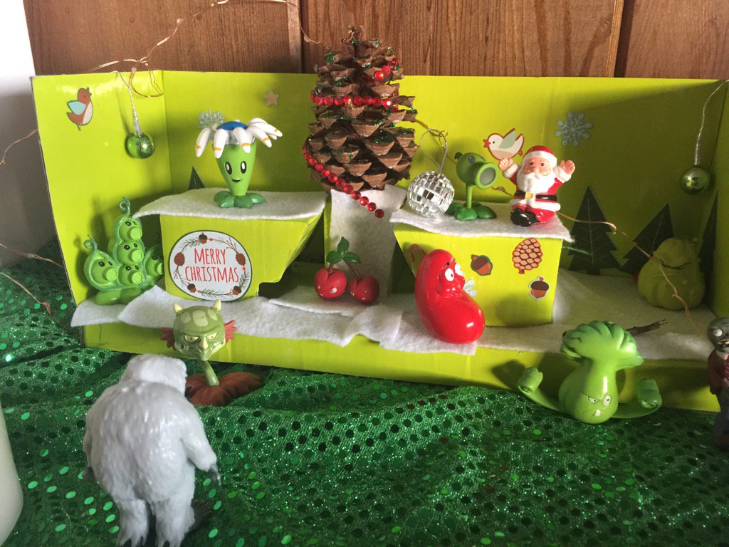 Plants vs zombies holiday scene at our house. @popcap @PlantsvsZombies #pvzheroes #pvz https://t.co/1h2lDXNJTX