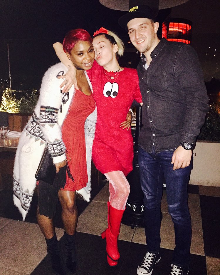 BFFs!!!!!! Best night ever! Celebrating Team Miley! @iamAliCaldwell  @aarondgibson https://t.co/9GXtHOaNDW
