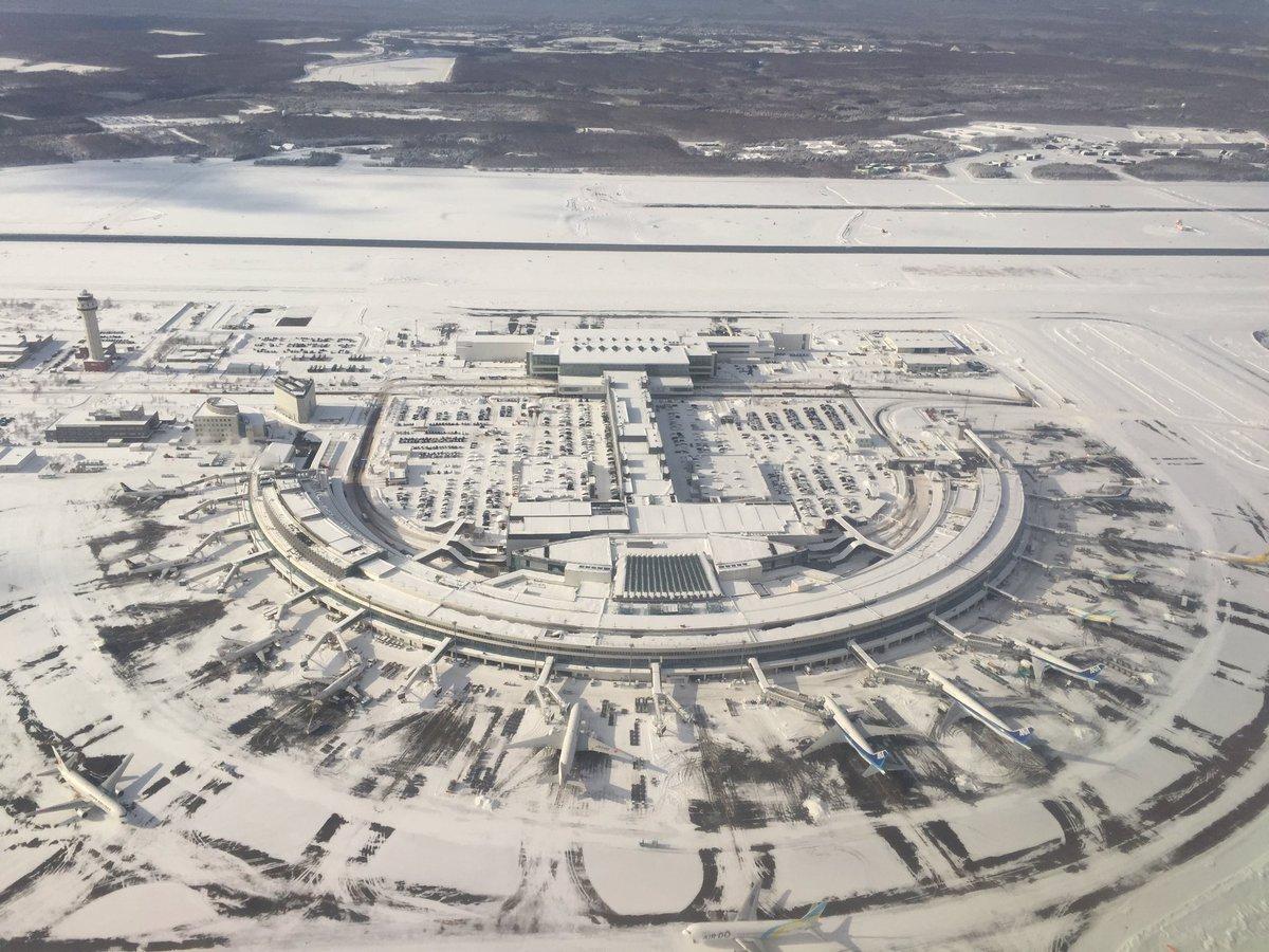 上空から見た真っ白な新千歳空港。 https://t.co/n29lXQjSfo