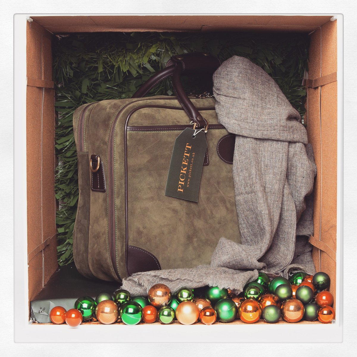 Today's exclusive prize is a green suede travel bag and scarf from Pickett London @pickettlondon #AMayFairChristmas https://t.co/OzyIIpZEgy