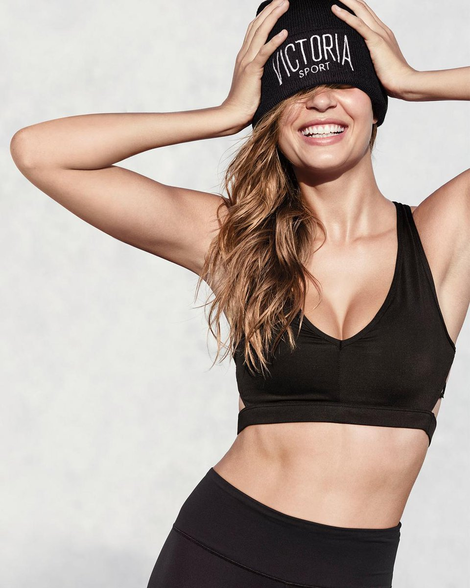 All @VictoriaSport everything: $55 for a sport bra, pant & beanie. In ????????  stores only. https://t.co/Rk22nFBrkO https://t.co/kjyADorbh9