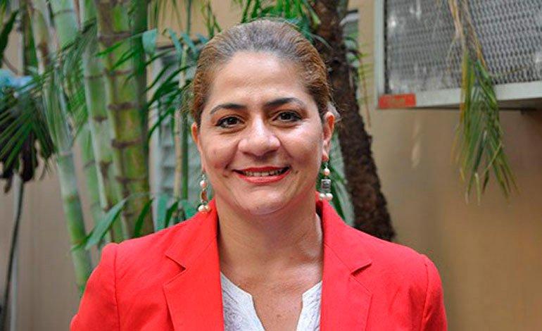 Waldina Paz incursiona en las manualidades con video tutorial