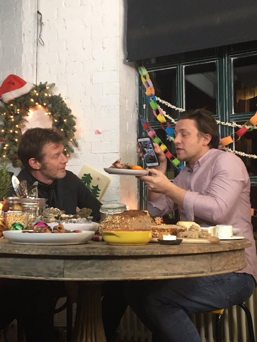 Tucking in to pigs and blankets!! Join us live guys- https://t.co/6VsDSNo6CK #JamiesChristmas ???? https://t.co/u7N8PsJ8Io