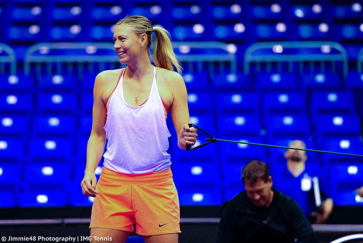 RT @JJlovesTennis: .@MariaSharapova was all smiles as she warmed up for her practice in San Juan https://t.co/HkLnAo0Sbn