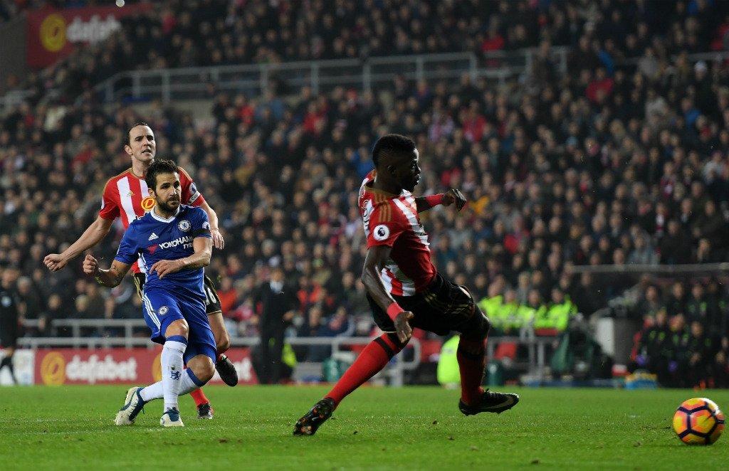 FULL-TIME Sunderland 0-1 Chelsea. Cesc Fabregas' first-half strike makes it TEN #PL wins in a row for the leaders #SUNCHE https://t.co/Qstv8pTbqv