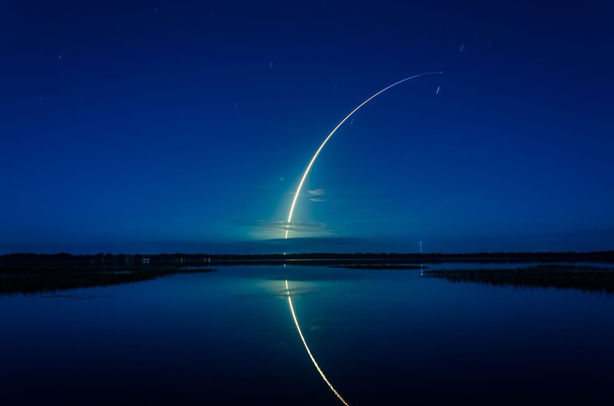 This photo of the @SpaceX Falcon 9 lift off is truly epic. https://t.co/a3R3kCwoTY