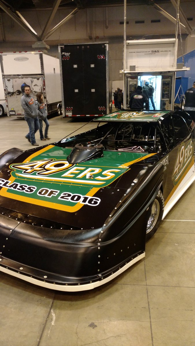 Very proud to run the @Charlotte49ers colors @GatewayDirt this wknd! #UNCCGrad https://t.co/GLhNFgEF9f https://t.co/Ug5CjdLOyH