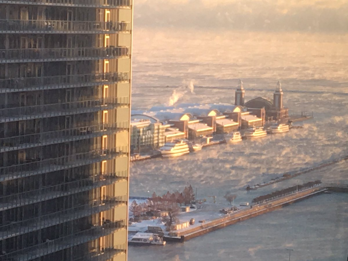 Steam rolling off Lake Michigan.  The temperature is currently zero.   #polarvortex #ChiBeria https://t.co/ZnvpjPCmJx