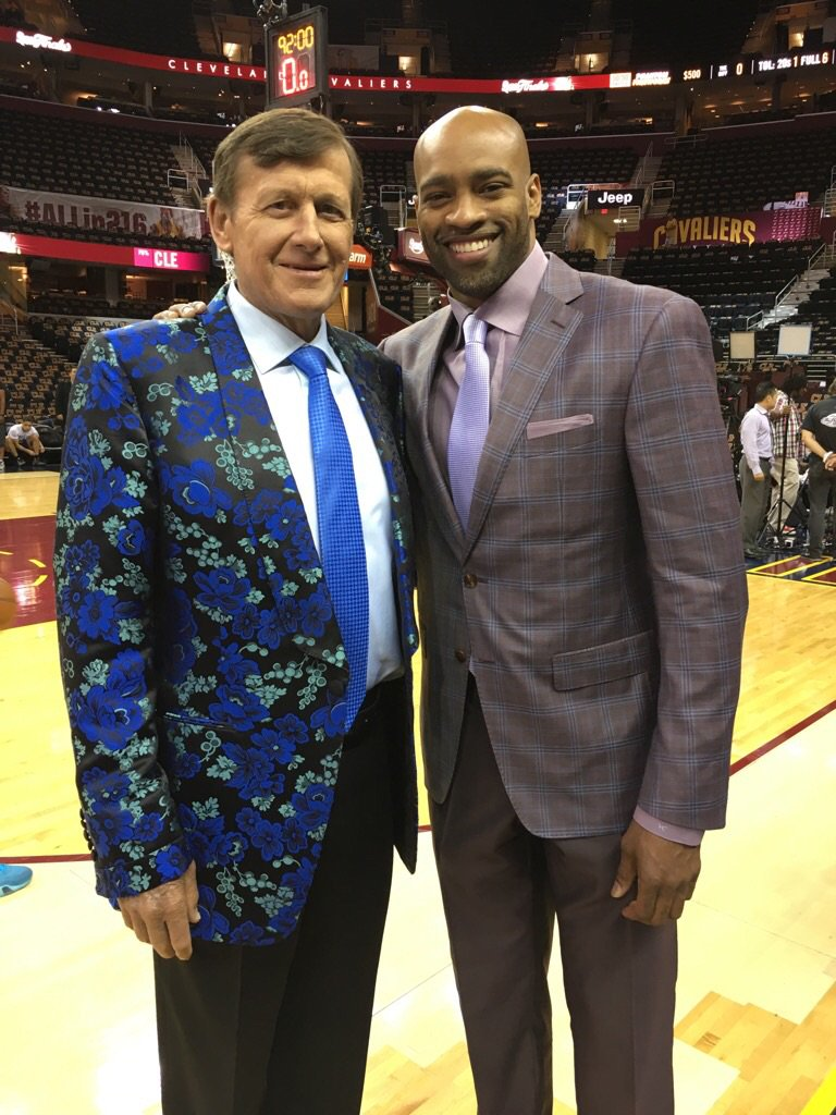 RIP to a true legend Craig Sager. There will never be another one like him. M.... https://t.co/0DP33uKtSA https://t.co/87SfKplgmS