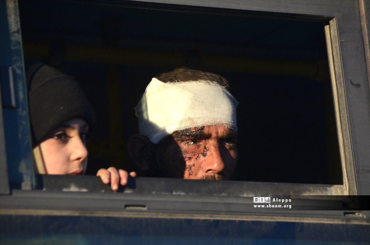في عيونهم ألف قصة، ألف دمعة وألف جرح وألف ألف لعنة. يا وجعكم. #حلب https://t.co/p614YU4V8V