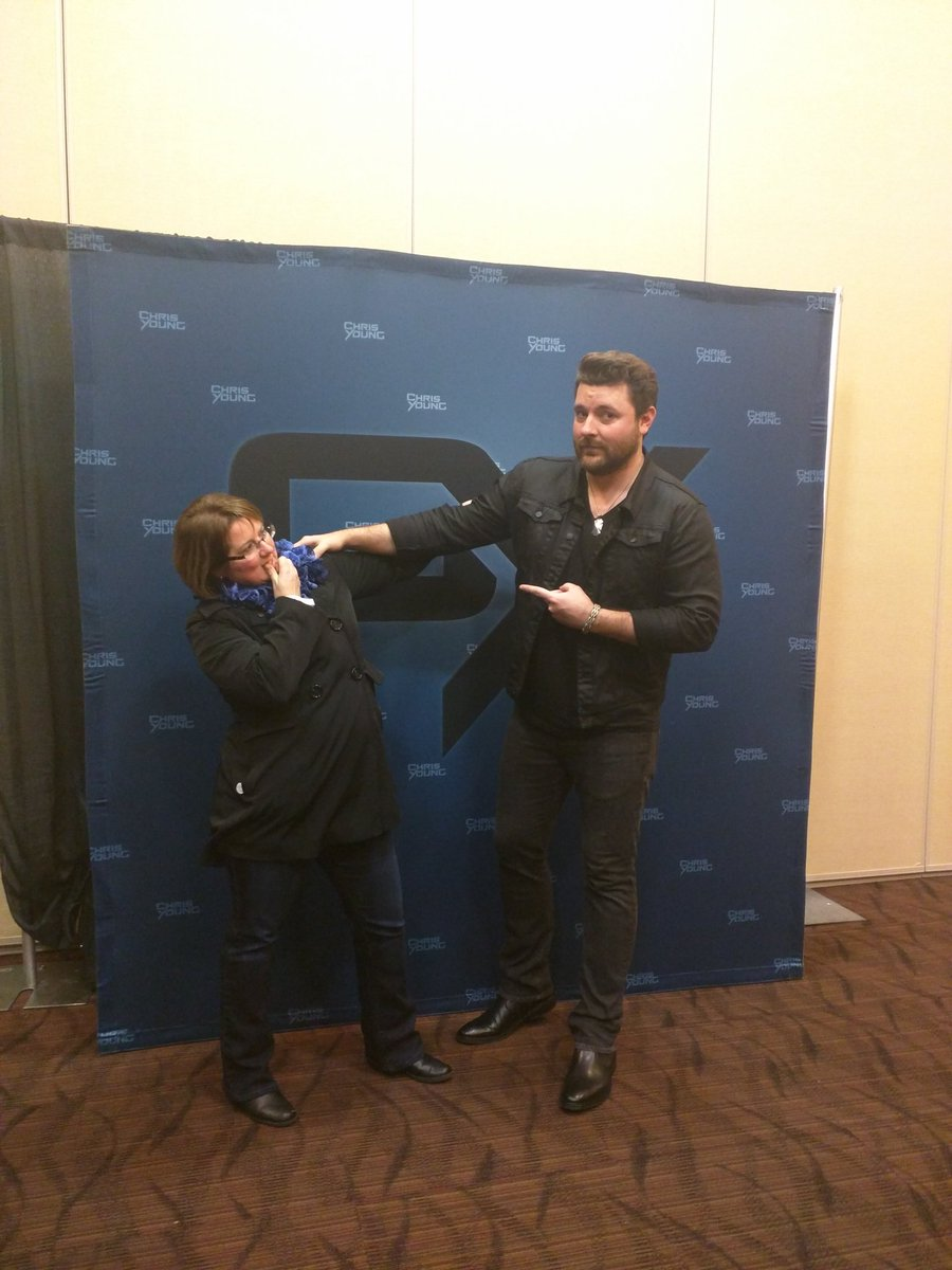 A little bit of fun before the show @ChrisYoungMusic and a fan. I wonder what's on her mind? #KVETStarParty https://t.co/AKxgMY4AjJ
